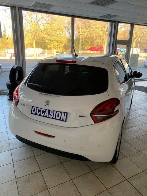 Peugeot 208 - Image 3